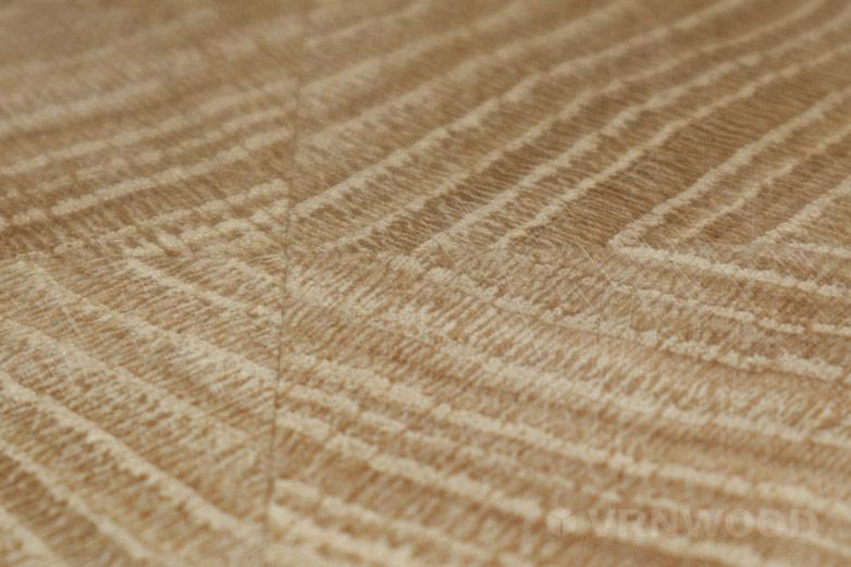 Царапины от абразива на поверхности доски